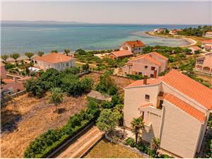 Ferienwohnungen Ivan Privlaka (Zadar), Größe 41,00 m2, Luftlinie bis zum Meer 70 m, Entfernung vom Ortszentrum (Luftlinie) 300 m