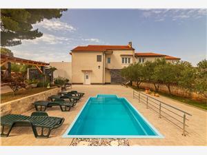 Hiša Villa Daniela Šibenik Sibenik, Kvadratura 220,00 m2, Namestitev z bazenom