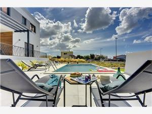 Villa Joy Medulin, Kvadratura 140,00 m2, Smještaj s bazenom, Zračna udaljenost od centra mjesta 500 m