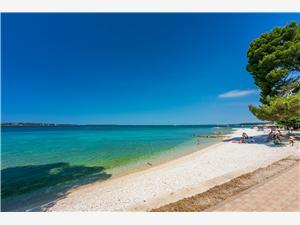 Apartamenty Armando Błękitna Istria, Powierzchnia 60,00 m2, Odległość od wejścia do Parku Narodowego 500 m, Odległość od centrum miasta, przez powietrze jest mierzona 200 m