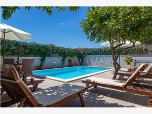 Vila Blizanci Kastel Novi, Kvadratura 160,00 m2, Namestitev z bazenom