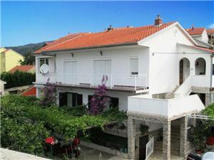 Appartementen Kolar Novi Vinodolski (Crikvenica),Reserveren Appartementen Kolar Vanaf 57 €