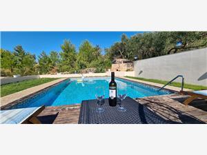 Villa Green oasis with pool Dol, Dimensioni 100,00 m2, Distanza aerea dal centro città 200 m