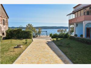 Kuća za odmor Marko Neviđane - otok Pašman, Kvadratura 130,00 m2, Zračna udaljenost od mora 20 m, Zračna udaljenost od centra mjesta 150 m
